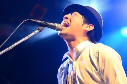 緊張のためかミュージシャンにも関わらず声が異常に小さかったとか(画像引用:http://ro69.jp/images/entry/500x450/64000/1.jpg)