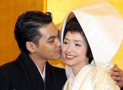 ハーフモデルの豊田エリーと結婚(画像引用:http://e-fccj.com/wp-content/uploads/2012/12/92c46e339e49f8864d8fb7ecd9ee62e6.jpg)