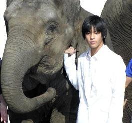 15歳の時に出演した映画「星になった少年」(画像引用:http://livedoor.blogimg.jp/jamsession123go/imgs/c/5/c568de61.jpg)