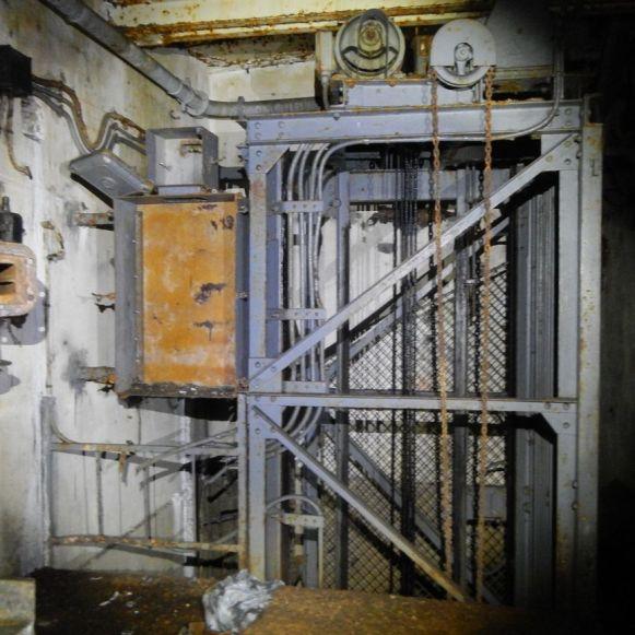 Munitionsaufzug im Erdgeschoss