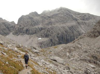 Blick über die Große Steinscharte auf dem zweithöchsten Gipfel der Allgäuer Alpen