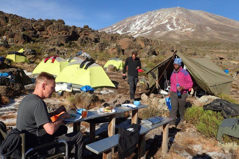 Im Third Cave Camp - Frühstück mit Ausblick