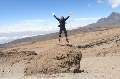 Spaß auf 4470m... Im Hintergrund der Mawenzi