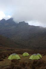 Unser Lager im Liki-North Valley mit Blick auf den Tereri (4715 m)