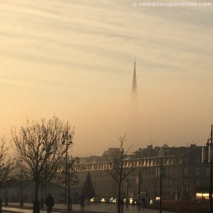 City Guide Bordeaux - 5 visites indispensables à faire à Bordeaux - Fleche Saint Michel dans la brume Bordeaux - City Guide Bordeaux - Blog Bordeaux Ne le dites a personne #bordeaux #cityguidebordeaux