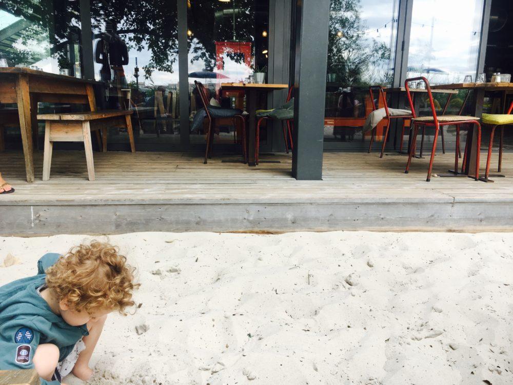 Les Chantiers de la Garonne - Restaurant kids friendly a Bordeaux - 5 terrasses bordelaises a faire en poussette - Blog Maman Bordeaux Ne le dites a personne #chantierdelagraonne #darwinbordeaux #restaurantbordeaux #terrassebordeaux #kidsfriendlybordeaux #blogbordeaux #mamanbordeaux #blogmaman #neleditesapersonne