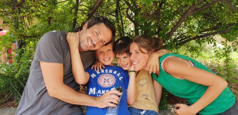 Juliette Lacronique et sa famille - Enorme le reseau social des parents d enfants porteurs de handicap - Blog Maman Ne le dites a Personne #enfantexceptionnel #reseausocial #enfantsdifferents #handicap #autisme #blogmaman #neleditesapersonne