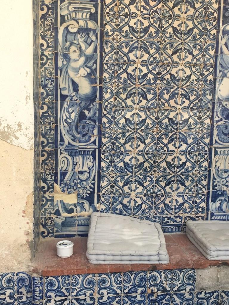 Azulejos Lisbonne _ Meilleures destinations depuis Bordeaux au Portugal - Ou partir en week end depuis Bordeaux a Lisbonne - #blogbordeaux #lisbonne #portugal #departdebordeaux #bordeauxlisbonne #azulejos