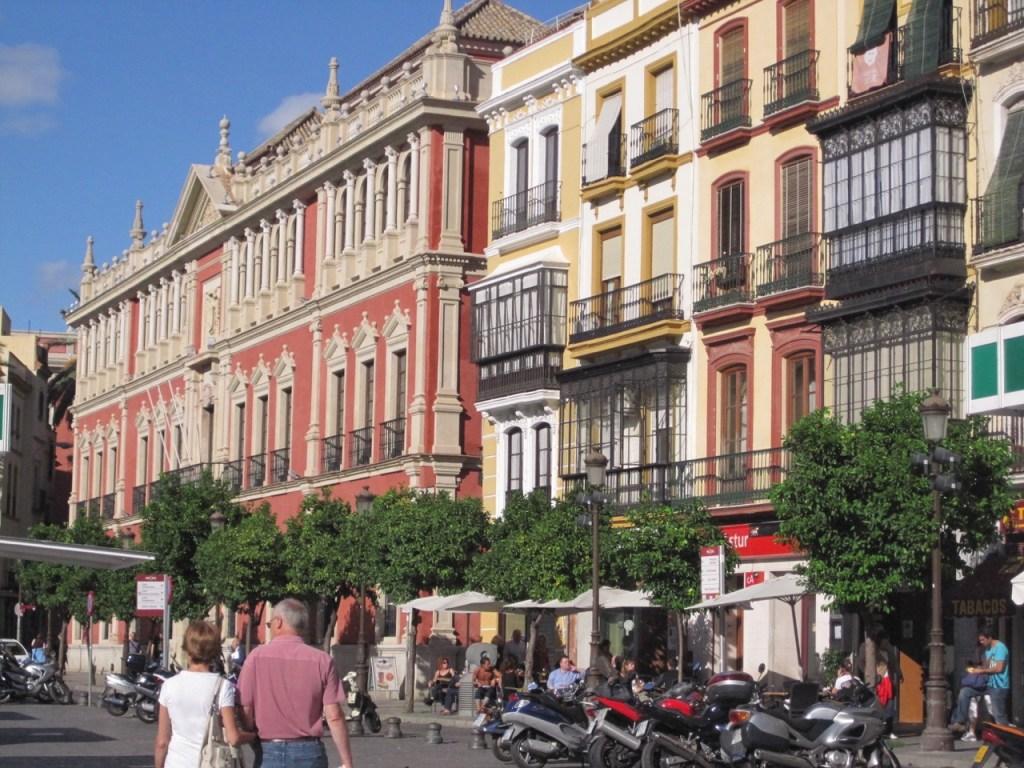 Facades colorées de Séville en Espagne_Meilleures destinations au départ de Bordeaux pour un week-end City break à Séville - Blog Bordelais Ne le dites a personne #citybreakseville #visiterseville #seville #weekendaseville #blogvoyage