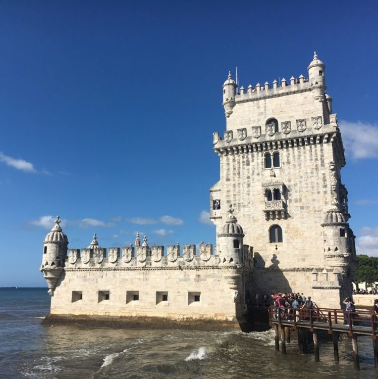 Tour de Belem à Lisbonne _ Meilleures destinations au départ de Bordeaux Lisbonne au Portugal - Ou partir en week end depuis Bordeaux - Blog Bordelais Ne le dites a personne #tourdebelem #belem #lisbonne #portugal #weekenddepuisbordeaux #bordeaux #visiterlisbonne #blogbordelais