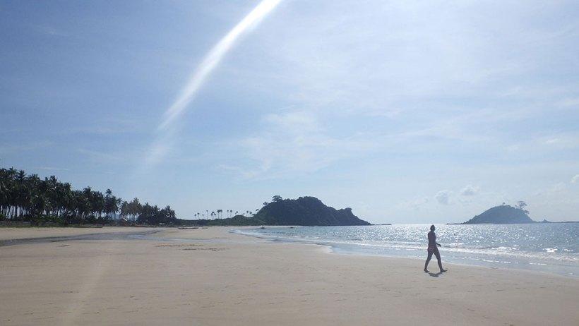 Low tide in Nacpan Beach