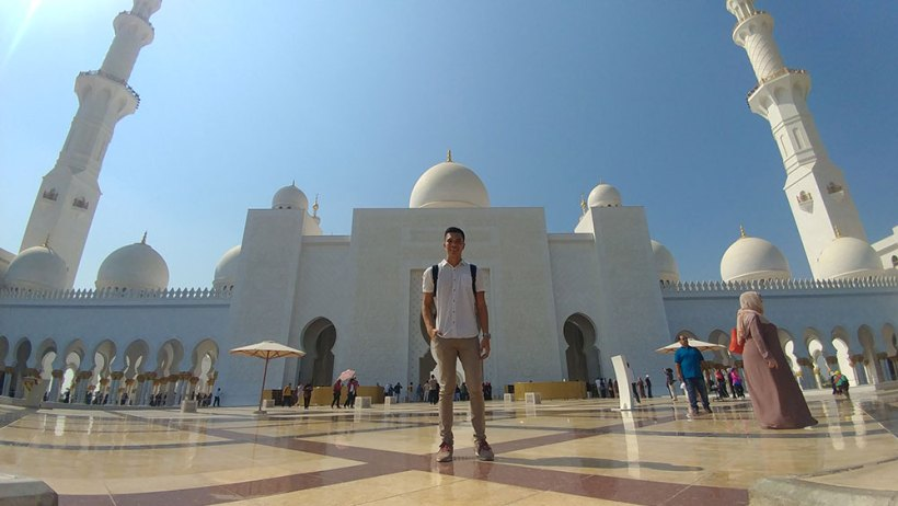 Entrance to Sheikh Zayed Grand Mosque in the background
