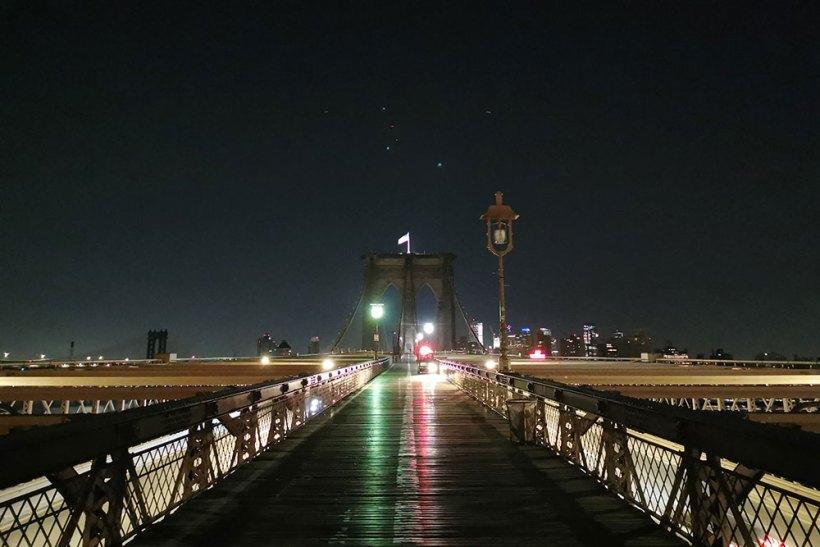 Brooklyn Bridge elevated promenade
