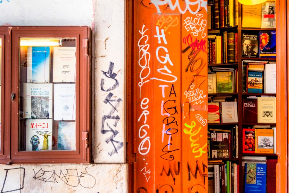 Nelson_Carvalheiro_secret_places_lisbon_Smallest_bookshop_World