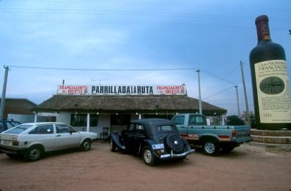 Uruguay, Dp, Colonia, Carmelo, parada en ruta, coche antiguo