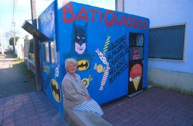 Uruguay, Dp. Paysandu, Paysandu, quiosco de golosinas, retrato
