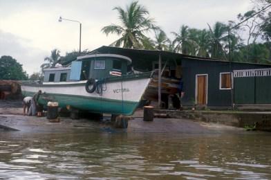 Costa Rica, Tortuguero, río Tortuguero, dique seco, trabajo