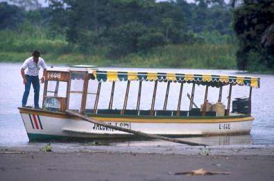 Costa Rica, Tortuguero, río Tortuguero, barco de turistas