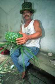Puerto Rico, carretera al El Yunque, artesano, retrato