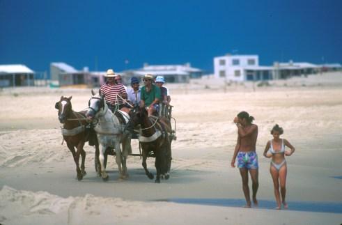 Uruguay, Dp, Rocha, Cabo Polonio, carreta, turistas