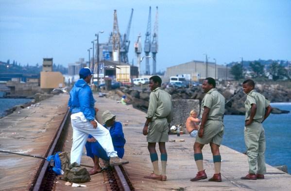 Sudáfrica, Natal, Durban, puerto, control de pesca y caza