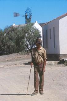 Sudáfrica, Karoo, De Rust, calle del pueblo, anciano