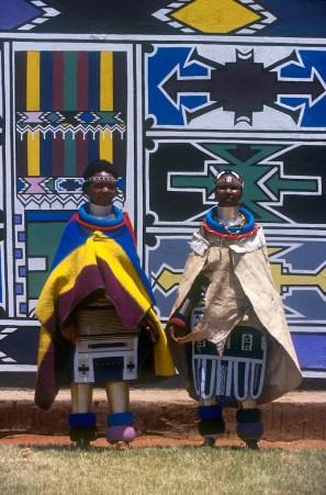 Sudáfrica, Transvaal, Middelburg, pueblo Botshabelo, Arte Ndebele, retrato, mural