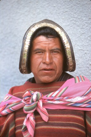 Bolivia, Chuquisaca, Tarabuco, feria dominical, señor con montera, retrato