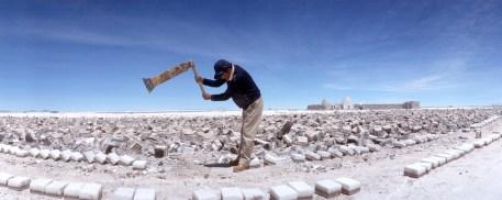Bolivia, Salar de Uyuni, extracción de la sal, trabajo, retrato
