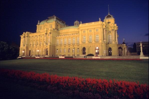Croacia, Zagreb, , nocturno, Teatro Nacional