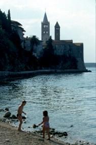 Croacia, isla de Rab, ciudad de Rab, playa