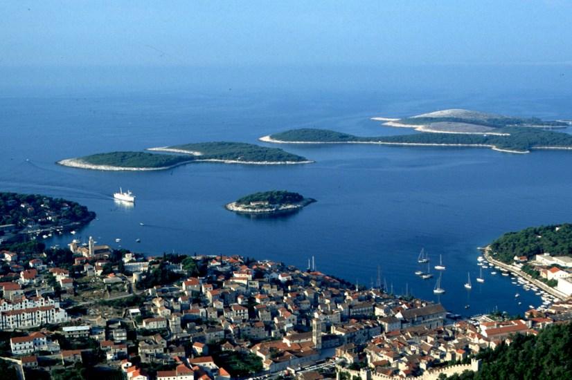Croacia, isla de Hvar vista lslas Pakleni Otoci