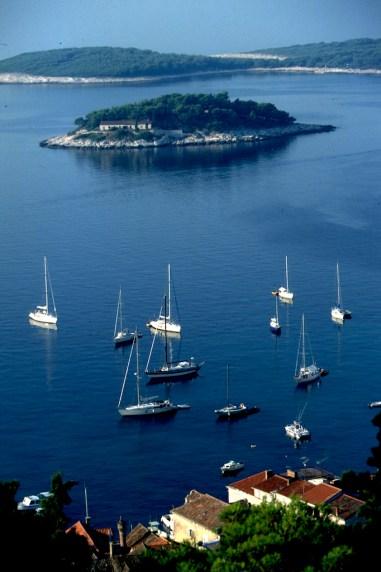 Croacia, isla de Hvar, vista lslas Pakleni Otoci