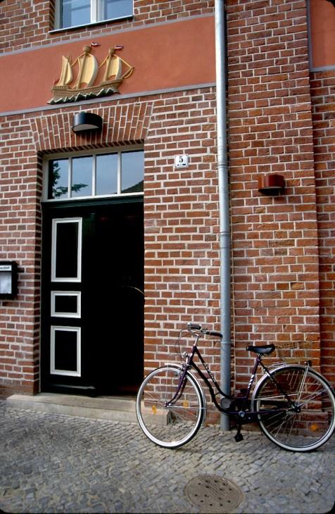 Alemania, Brandenburgo, Potsdam, barrio Holandés, bicicleta