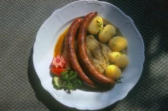Alemania, Turingia, Erfurt, Restaurante Geldhaus, salchichas de Thuringia