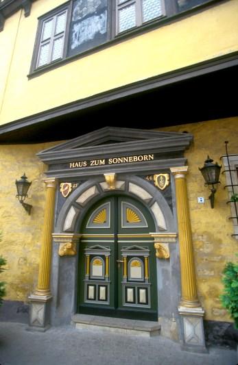 Alemania, Turingia, Erfurt, casa de las Bodas, puerta