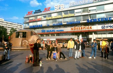 Alemania, Berlín, Plaza Breitschein, artista ambulante