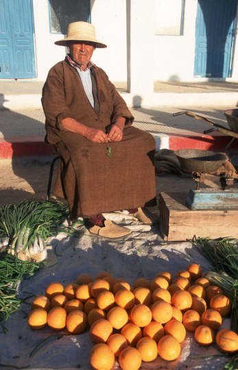 Túnez, Isla de Djerba, Houmet Souk, medina, frutas y hortalizas, retrato