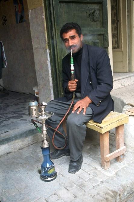 Túnez, oasis de dunas, Tozeur, medina, fumando en argil, retrato
