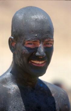 Israel, Ein Gedi, termas del Mar Muerto, baño de barro, retrato