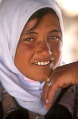 Israel, desierto del Negev, joven beduina, tienda beduina, retrato