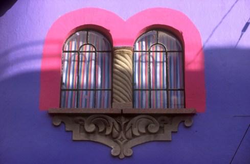 México, Puebla, ventanas de colores