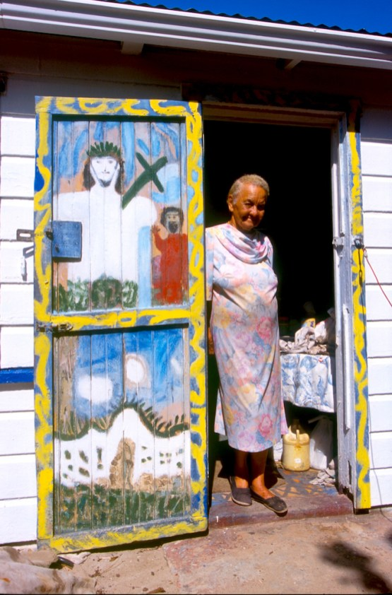 Islas Cayman, George Town, Casa de la artista local miss Lassie, retrato