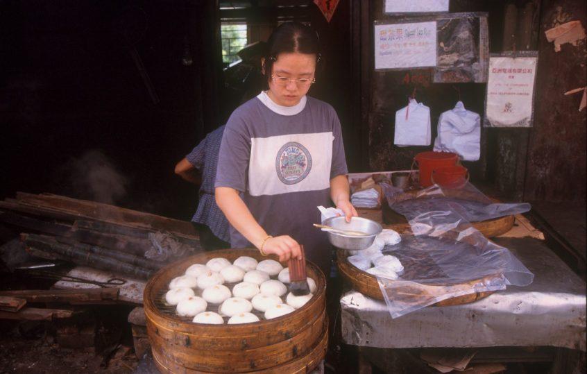 Hong Kong, isla Lan Tau, pueblo de Tai-o,comida al vapor