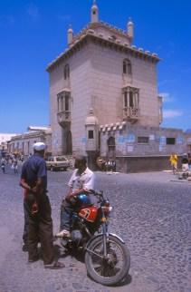 Cabo Verde, Isla Sao Vicente, Mindelo, dos amigos conversando