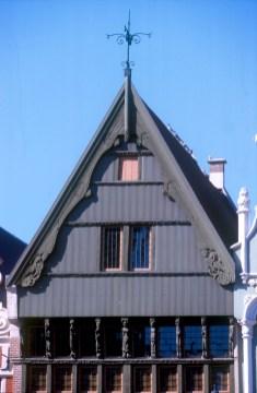 Bélgica, Flandes, Malinas, casa de los diablillos