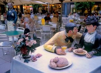 Alemania, Baja Sajonia, Hannover, plaza Kröpcke, El ojo del observador, obra de J. Seward, escultura