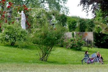 Alemania, Baden-Wurtemberg, Stuttgart, La U Verde, Jardines Rosenstein, bicicleta