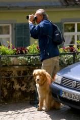 Alemania, Lago de Constanza, Meersburg, Ciudad Alta, fotógrafo y perro