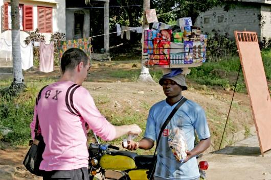 Camerún, Kribi, venta ambulante